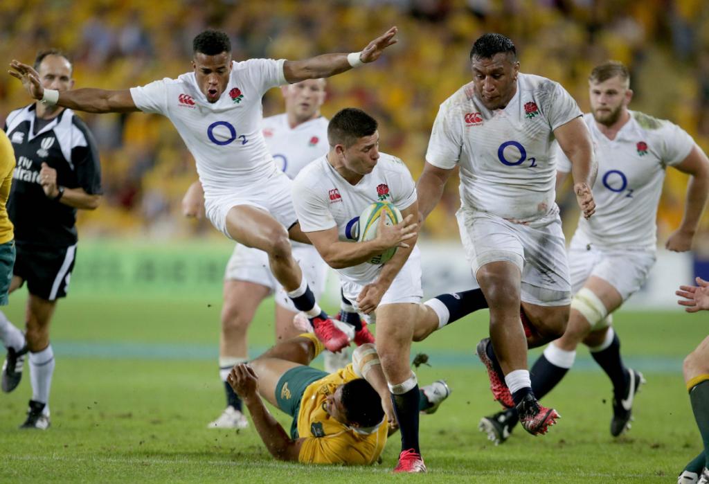 England await an Australian fight back