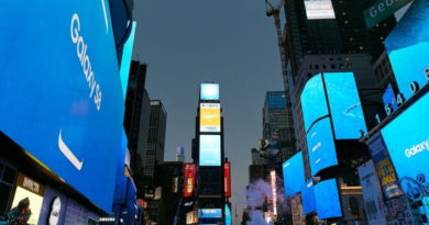 Samsung Lights Up New York City's Time Square for Galaxy S8's Debut