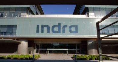Indra introduces mixed reality and Microsoft HoloLens for air traffic management