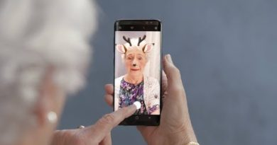 Samsung Galaxy S8: Camera Stickers - Masks