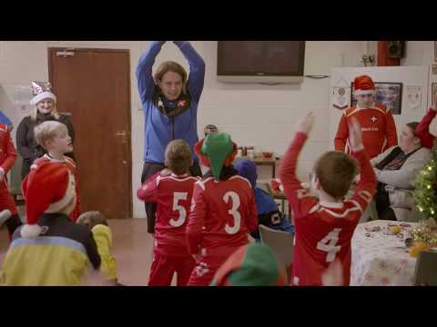 Christmas surprise bringing by HONOR 9X and Beth Mead to young football players